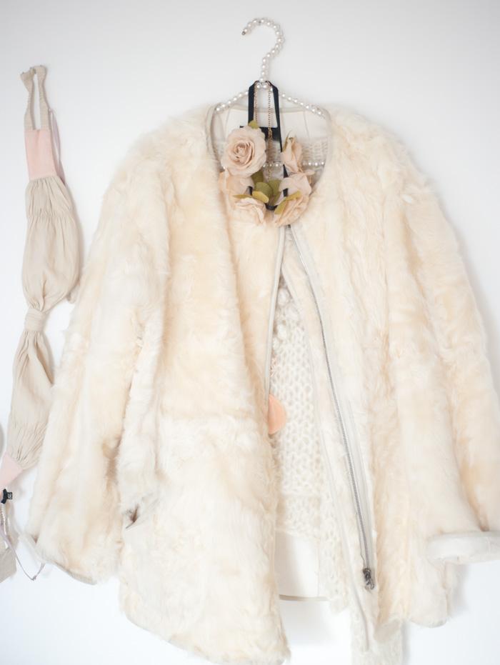 Le manteau en fourrure d agneau Isabel marant, soutien gorge Philip Lim 0eaaa70d87fb