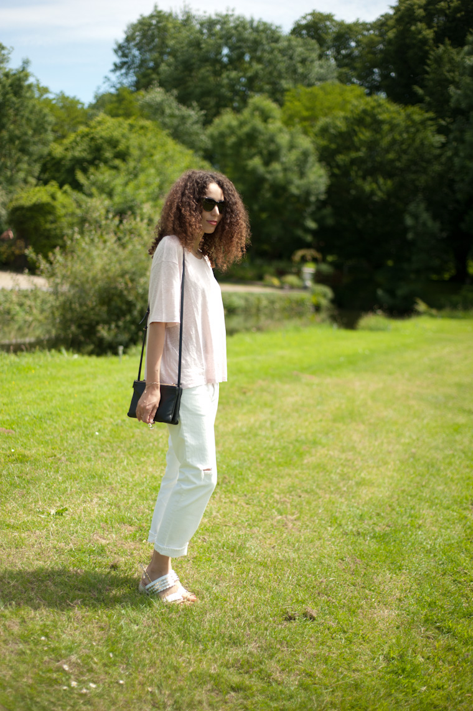 white-jean-pink-tshirt-6