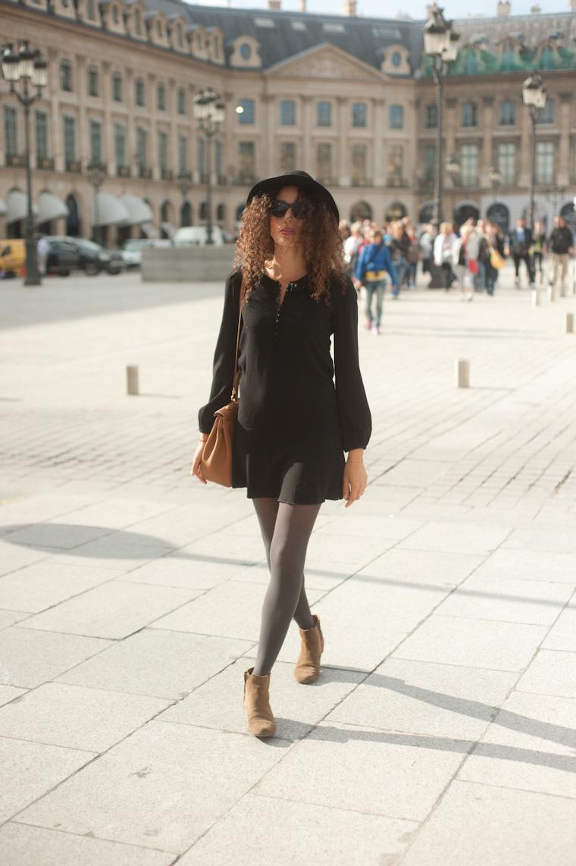 petite robe noire avec un kelly bag